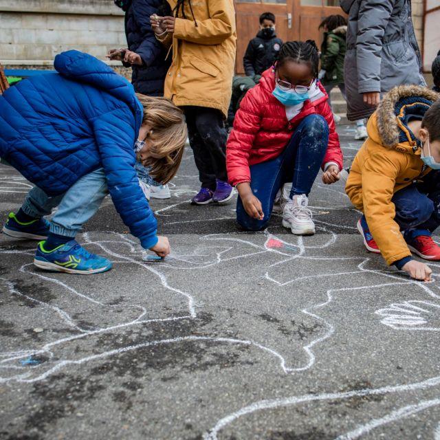 """Atelier """"Jeux craie"""" hors les murs à l'école élémentaire Sadi Carnot de Pantin (93)"""