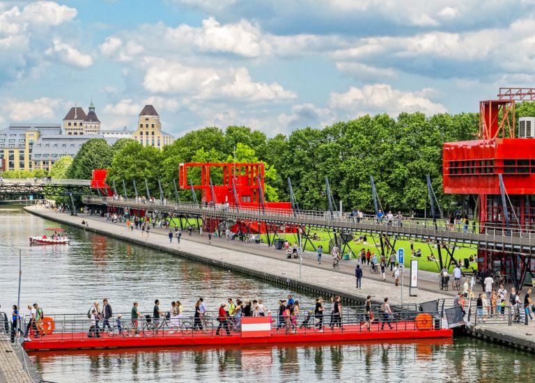 Pont flottant au Parc de La Villette