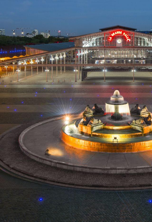 Place de la Fontaine aux lions et la Grande Halle