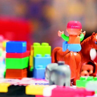 LA TABLE ET LE MUR LEGO® AU LITTLE STUDIO