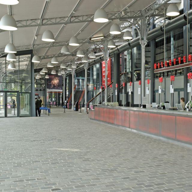 Grande Halle de La Villette borne d'accueil