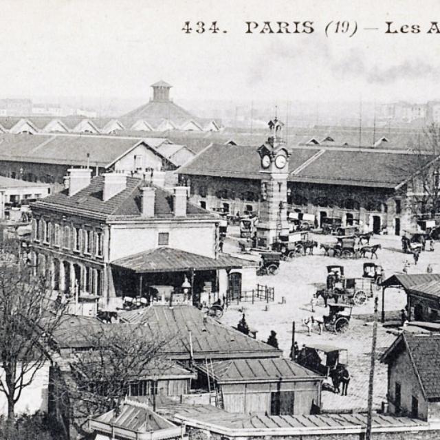 """Les anciens abattoirs Au 1er plan, la rotonde des Veterinaires rehabilitee en 1987 en """"maison de la Villette"""""""